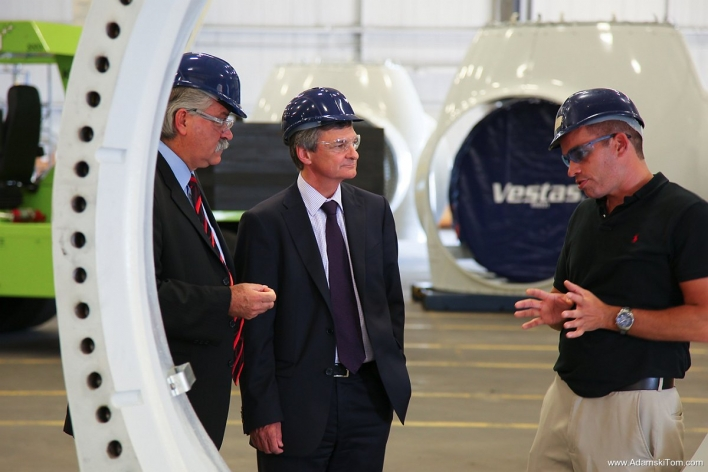 Chris Bentley, Minister of Energy, visits the Automodular Corporation