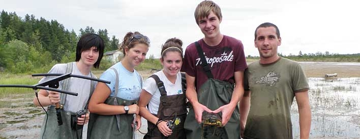 Youth tracking turtles as part of their studies