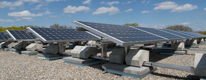 Installation solaire de 32 KW sur le toit de la Jackman Avenue Public School.