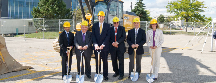Inauguration des travaux de l'agrandissement du projet pour le génie de l'Université de Waterloo dans le cadre du Programme d'infrastructure du savoir.