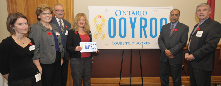 Minister Takhar unveils the Yellow Ribbon – Support our Troops graphic licence plate.