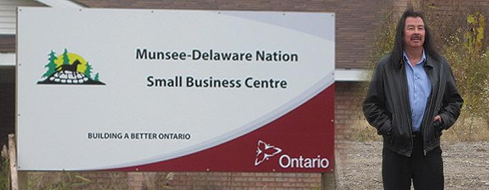 La construction du centre de petites entreprise Munsee-Delaware Nation débutera bientôt grâce á l'appui du Programme de subventions d'immobilisations aux communautés autochtones du gouvernement de l'Ontario. On voit Patrick Waddilove sur la photo.
