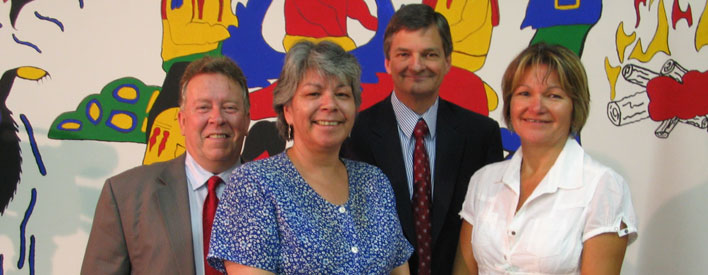 Attorney General Chris Bentley at the Thunder Bay Indian Friendship Centre with (L to R) Michael Gravelle, MPP Thunder Bay-Superior North, Anne LeSage, Executive Director Thunder Bay Indian Friendship Centre and Roseanna Hudson, Program Coordinator, Thunder Bay Community Justice, to announce the McGuinty government's investment in two initiatives that seek to reduce crime and victimization among First Nations, Metis and Inuit peoples.