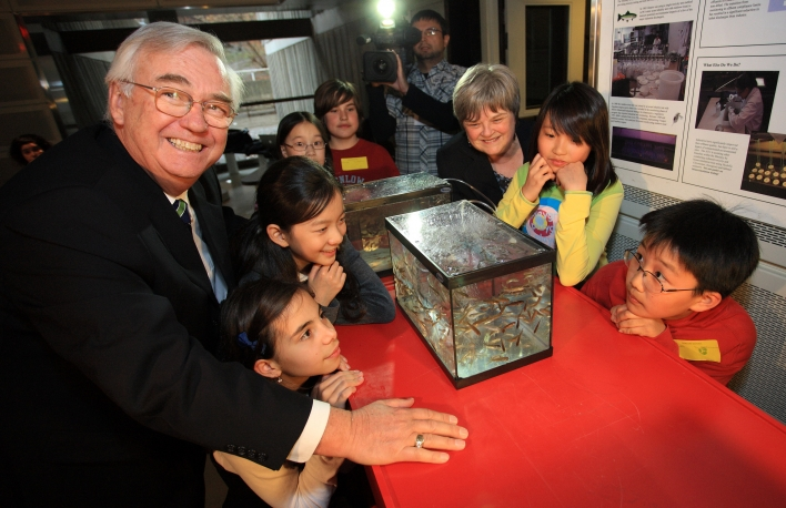 Minister Gerretsen and Lesley Lewis, CEO of the Ontario Science Centre, with students from Denlow Public School looking at a Ministry of the Environment exhibit.