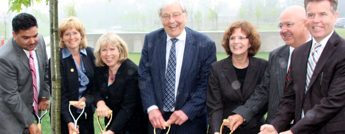 Minister Matthews and Roy McMurtry, former Chief Justice of Ontario, officially open the Roy McMurty Centre.